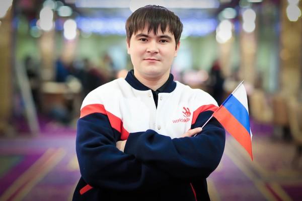 Глава «Росатома» принял на работу молодого сварщика из Челябинска