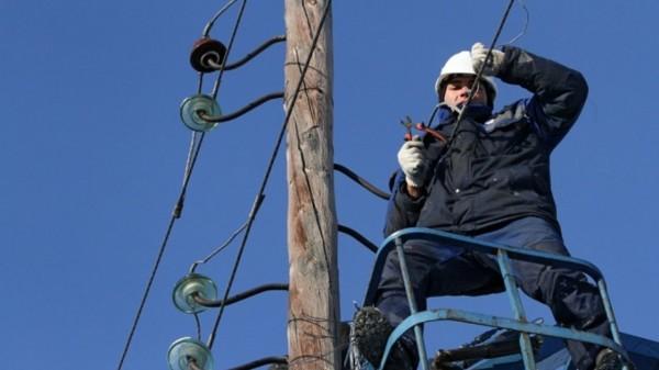 В Москве установили 85 самоскладывающихся электроопор с фонарями