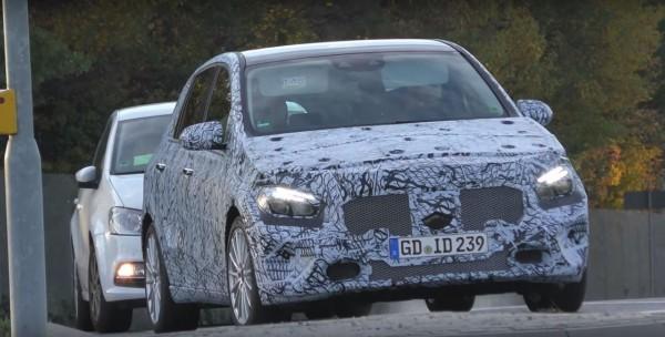 Mercedes-Benz проводит дорожные испытания минивэна B-Class