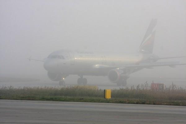 В Аэропорту «Храброво» в связи с непогодой задерживаются рейсы