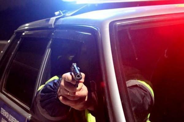 Полиция остановила студента-автомобилиста выстрелами по колесам