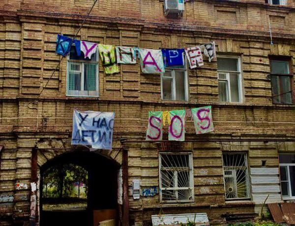 Жители холодного дома в Ростове пишут SOS мэру города на простынях