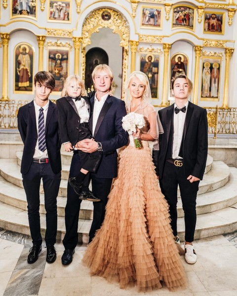 Яна Рудковская стала продюсером своего сына и сняла ему клип