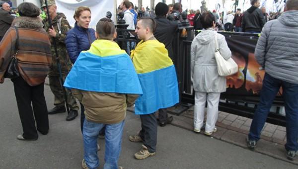 В Киеве у Рады собралось созванное Саакашвили вече