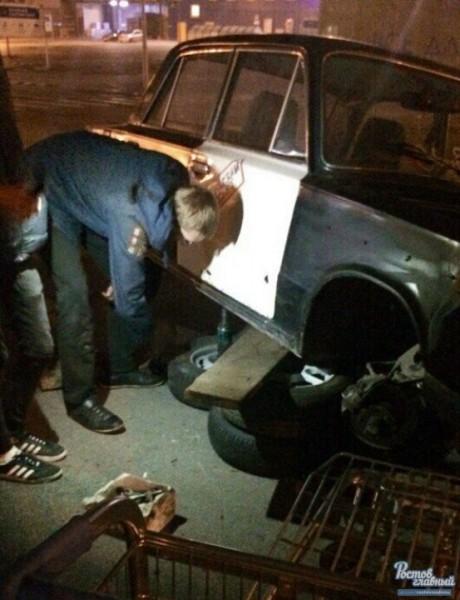 В Ростове водитель прицепил тележку к автомобилю вместо переднего колеса