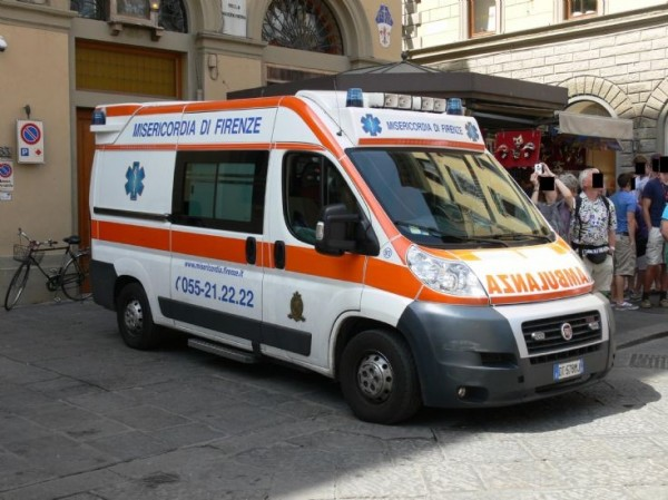 В Италии госпитализирована девушка, «потеющая» кровью