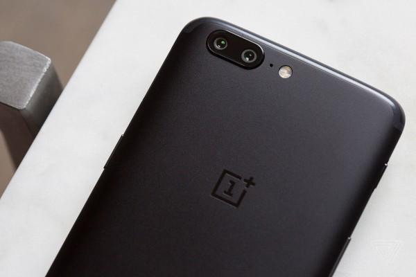 В интернете появились снимки дизайна смартфона OnePlus 5T
