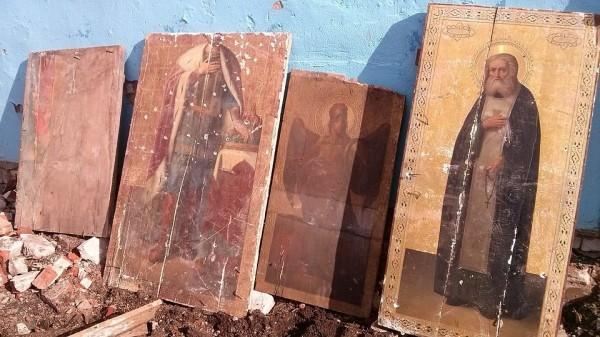 В Рязанской области строители обнаружили иконы при демонтаже школы
