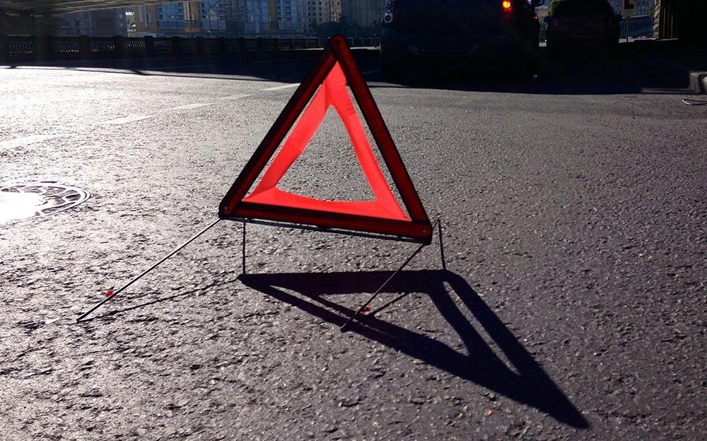 В столице России сразу две полосы наМКАД перекрыты из-за происшествия надороге с фургоном