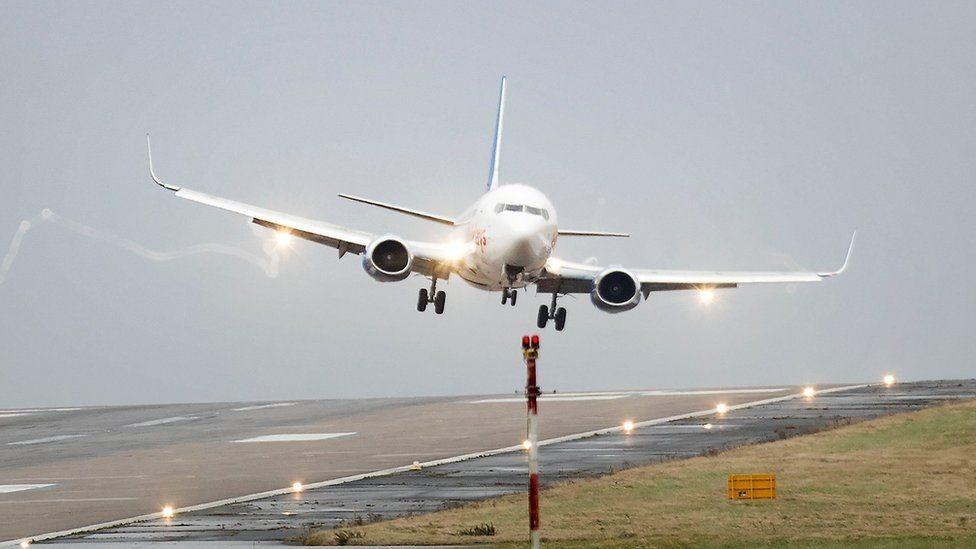 Сердечный приступ наборту самолета «Новосибирск-Краснодар» заставил прервать полет