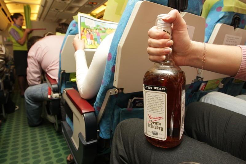 Владивосток: Пассажир устроил дебош всамолёте Москва