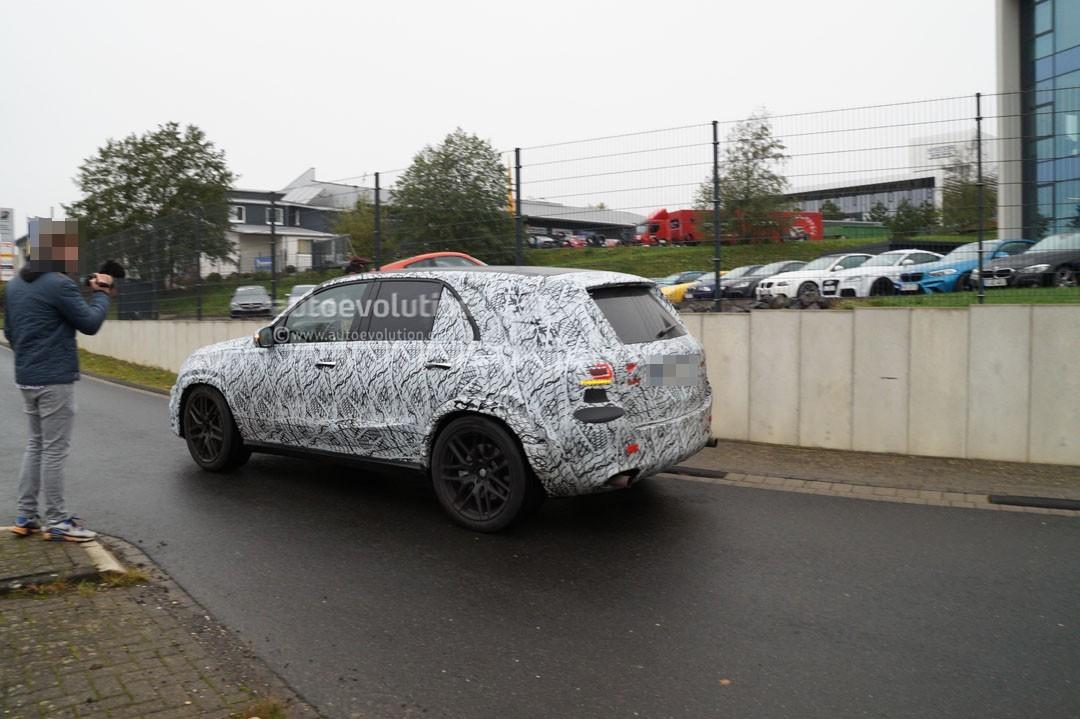 На уличных тестах замечен улучшенный вседорожный автомобиль Mercedes-AMG GLE