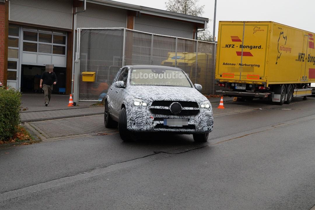 ВФРГ вывели натесты улучшенный кроссовер Mercedes AMG GLS 63 2019
