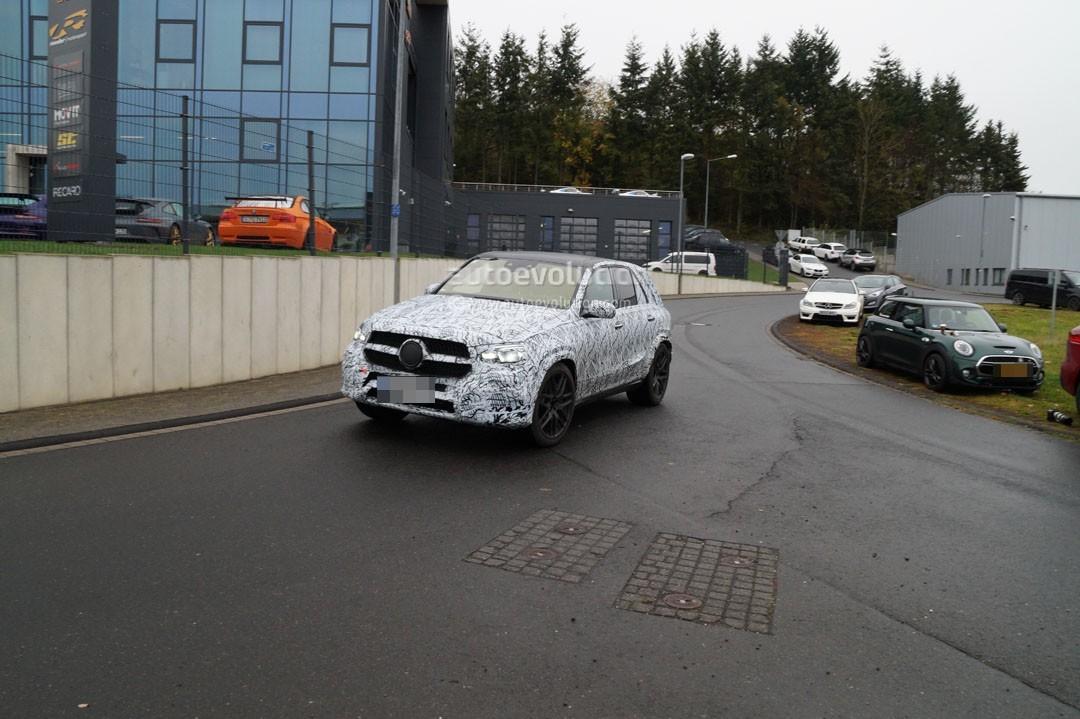 Улучшенный вседорожный автомобиль Mercedes-AMG GLE 63 2019 заметили натестах