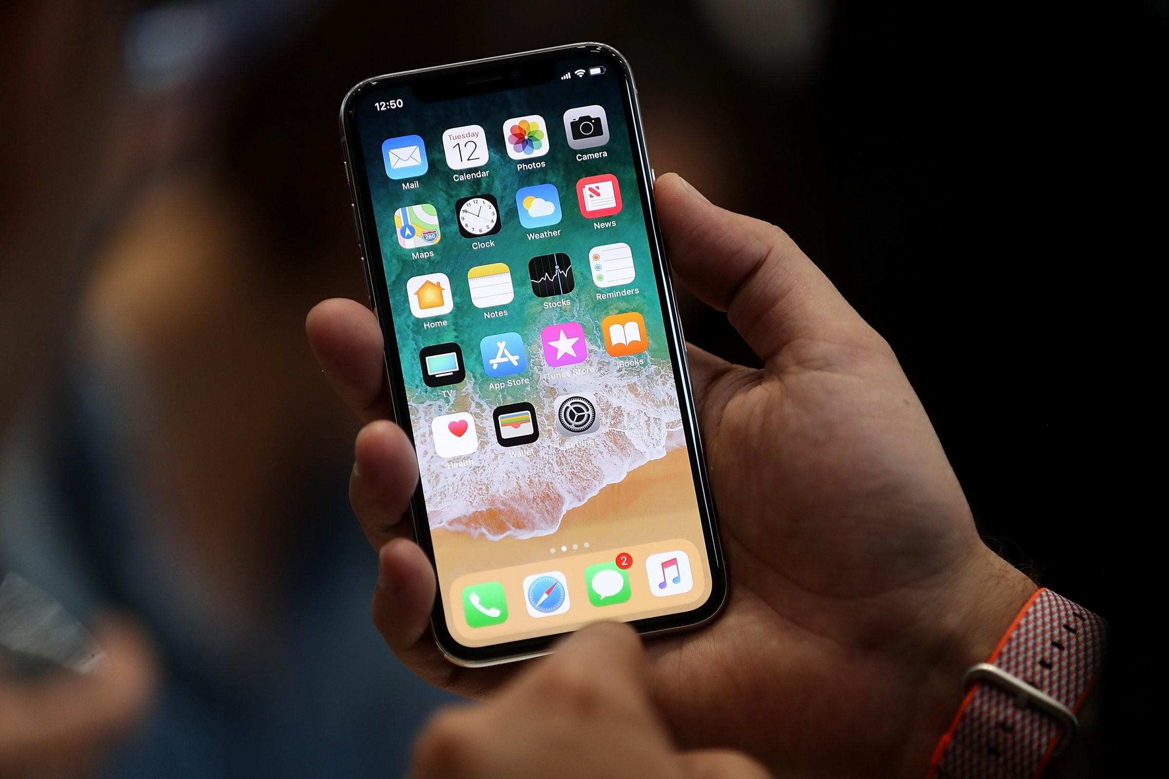 Россияне раскупили iPhone X в первый день продаж