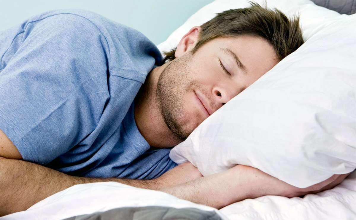 Специалисты отыскали новые свидетельства полезности сна налевом боку