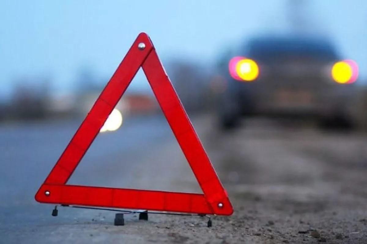 Наюге столицы выставлявшего аварийный знак водителя сбил другой участник ДТП