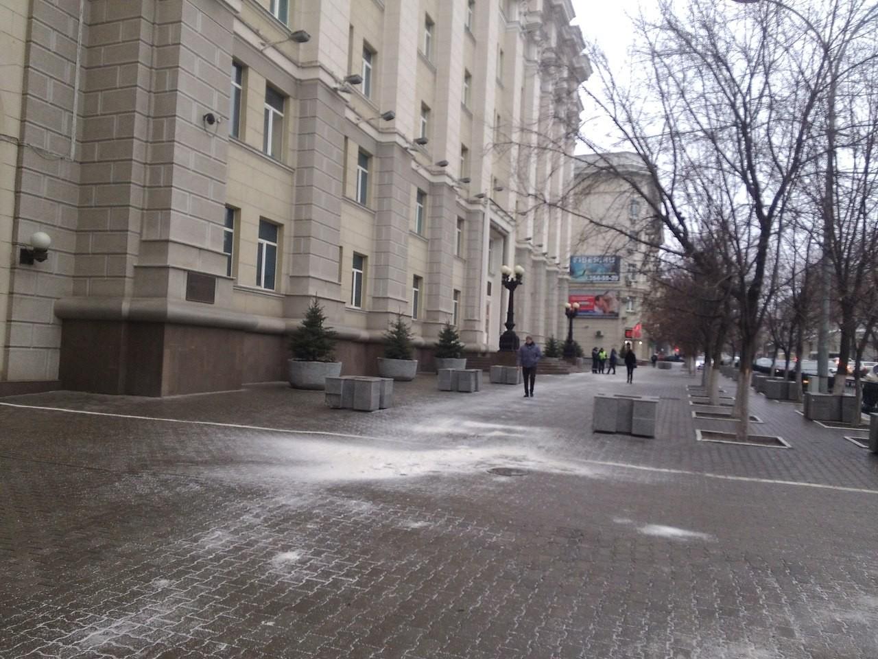 ВРостове-на-Дону тротуарную плитку «засосали зыбучие пески»