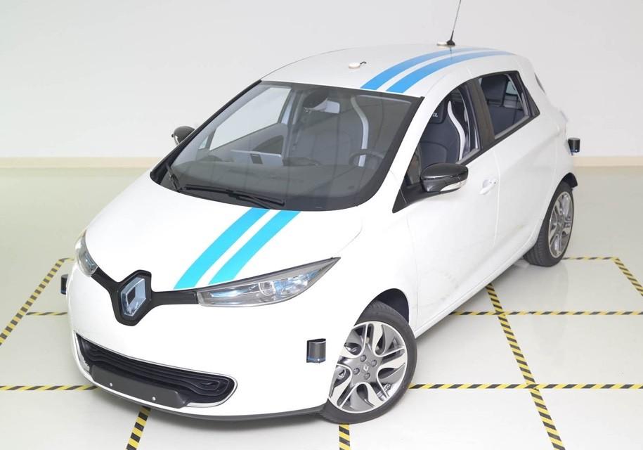 Самоуправляемый автомобиль Рено перемещается нехуже профессиональных испытателей