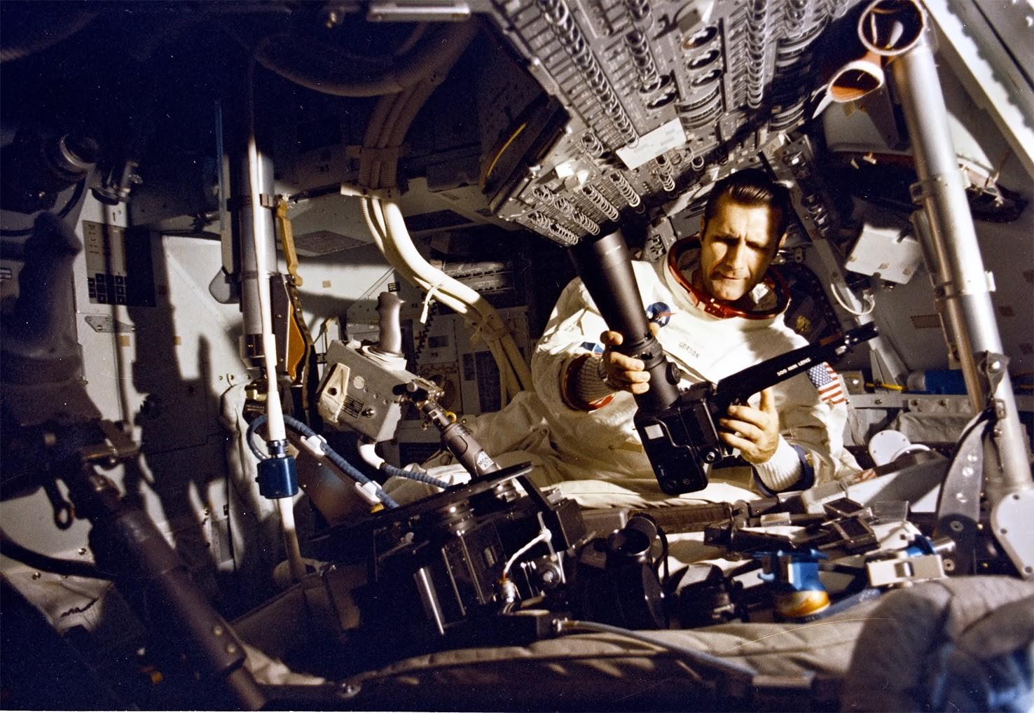 ВСША скончался астронавт Ричард Гордон, облетевший вокруг Луны