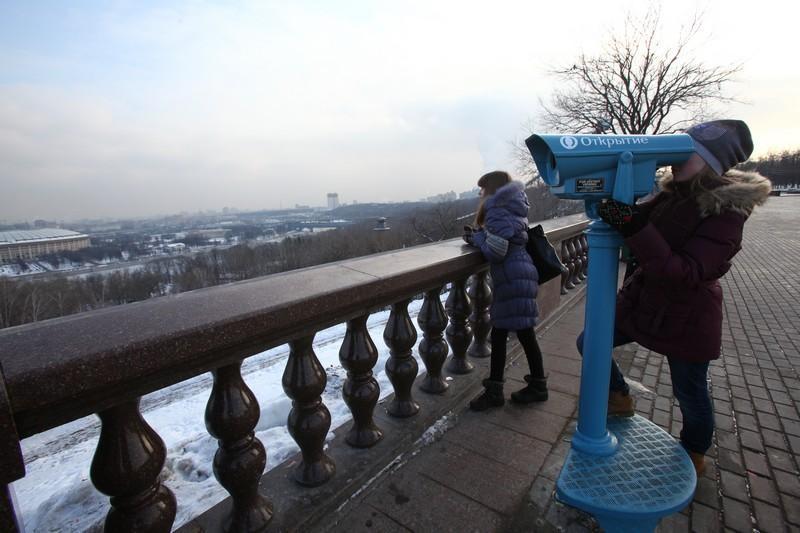 Насмотровую площадку около МГУ вернули 5 бесплатных обзорных биноклей