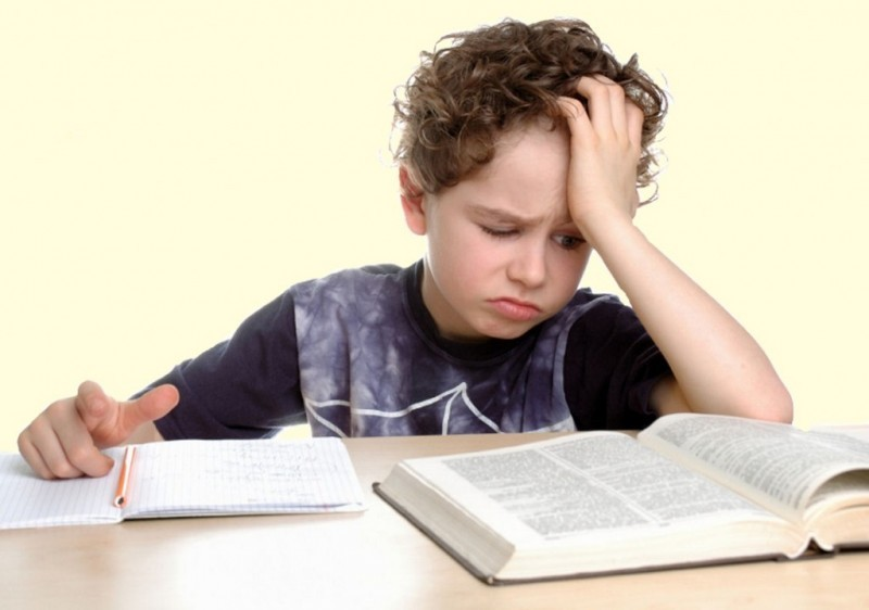 Фото ребенка с учебником