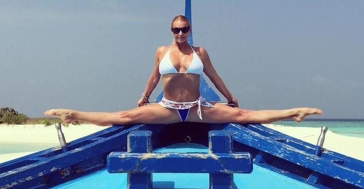Анастасия Волочкова накажет правонарушителя , опубликовавшего ееинтимные фотографии