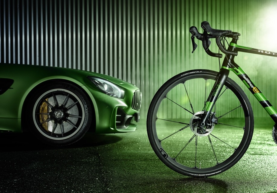 AMG построила карбоновый велосипед class=