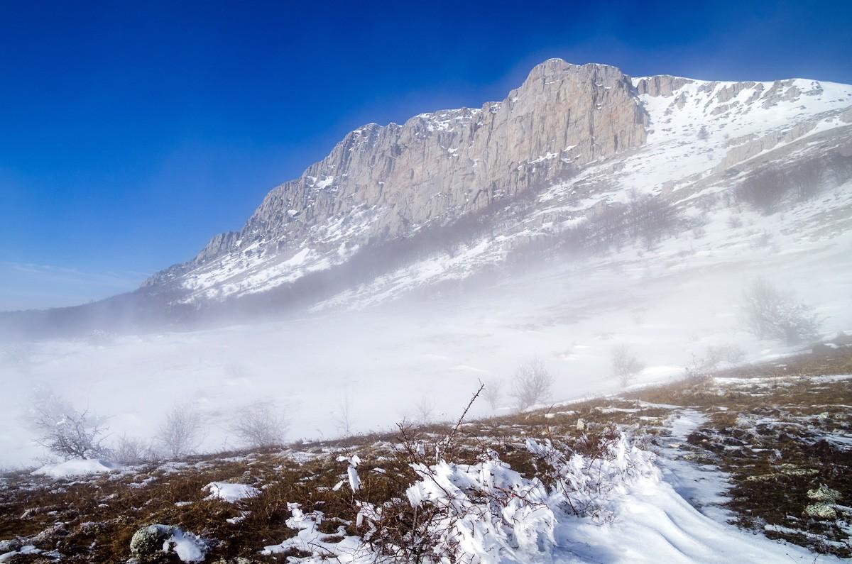 ВКрыму туриста сняли сгоры занесенной снегом