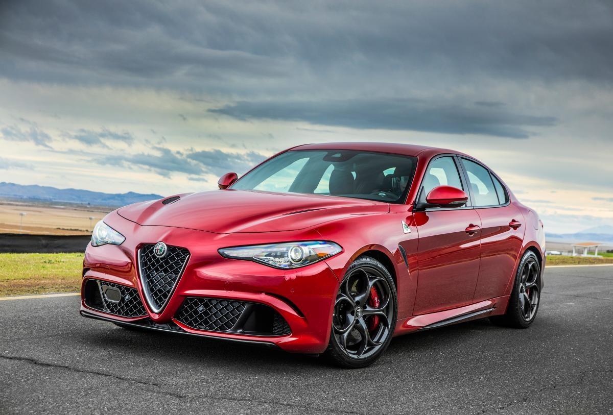 Седан Alfa Romeo Giulia может получить двигатель мощностью 350 лошадиных сил