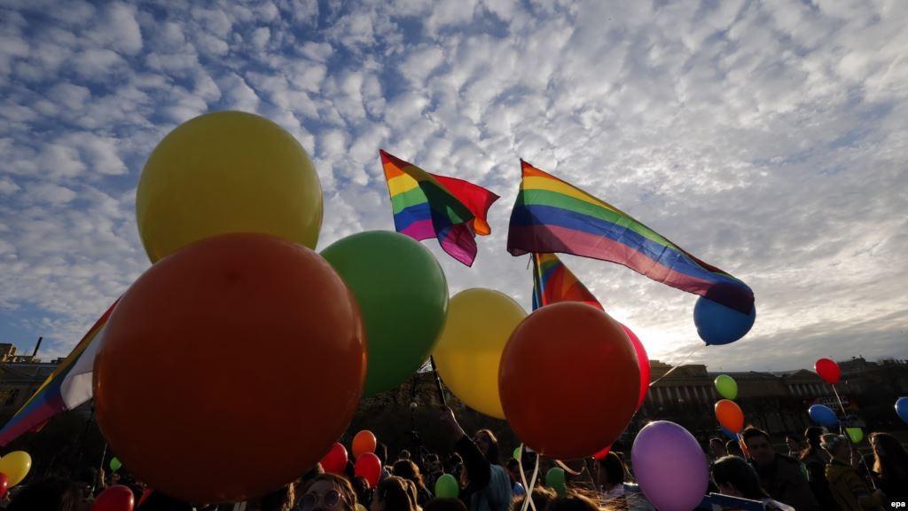 Двое ЛГБТ-активистов пострадали отнападения с неведомым веществом в столицеРФ