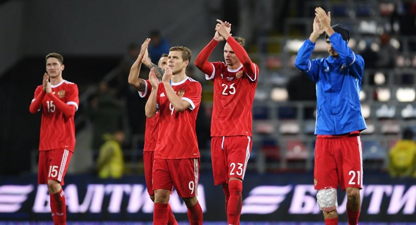 Сборная России прилетела в Санкт-Петербург на игру с Испанией