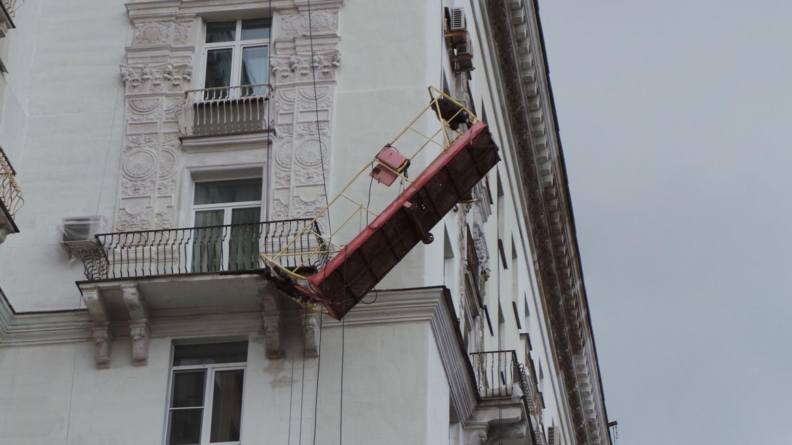 Настройке вПодмосковье люлька с сотрудниками упала с17 этажа