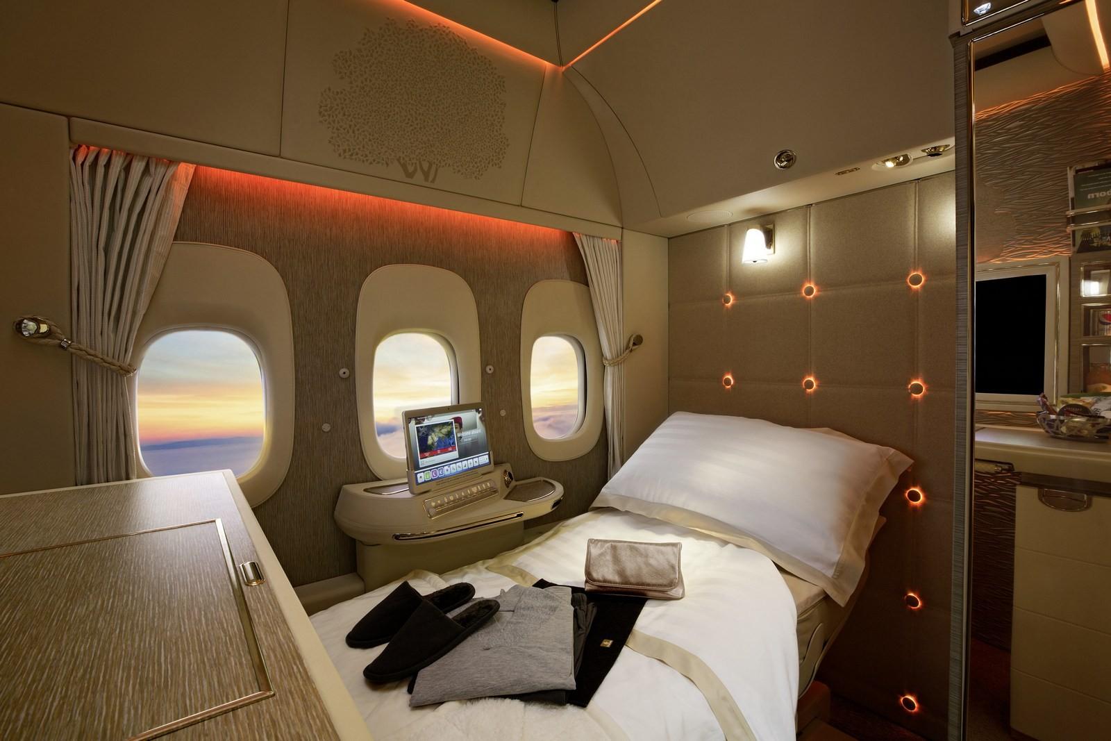 Джереми Кларксон снялся врекламе самолета, разработанного дизайнерами Мерседес Бенс