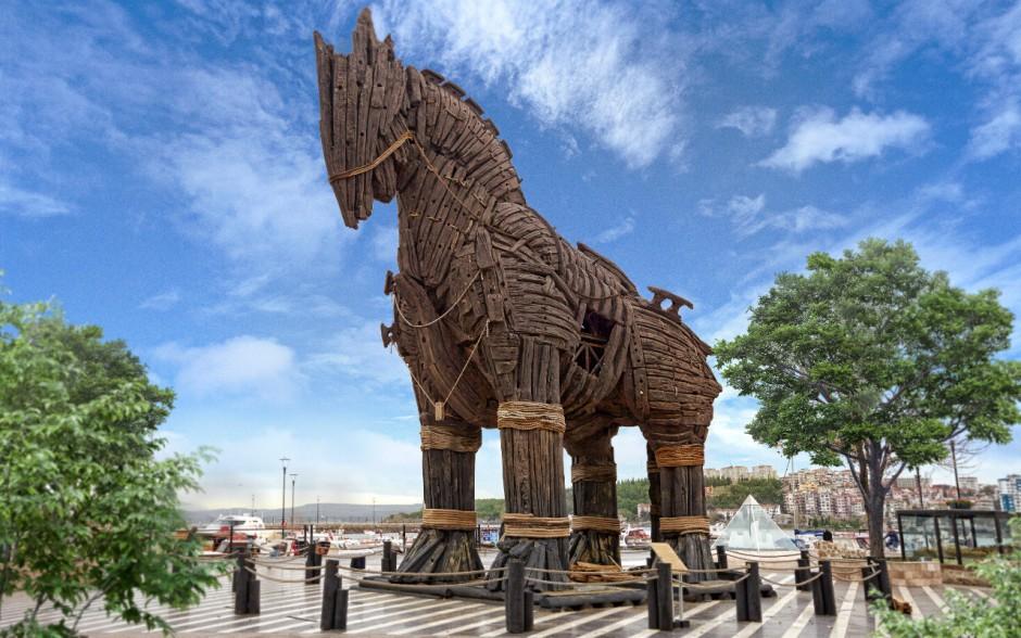 ВТурции турист умер , упав сТроянского коня