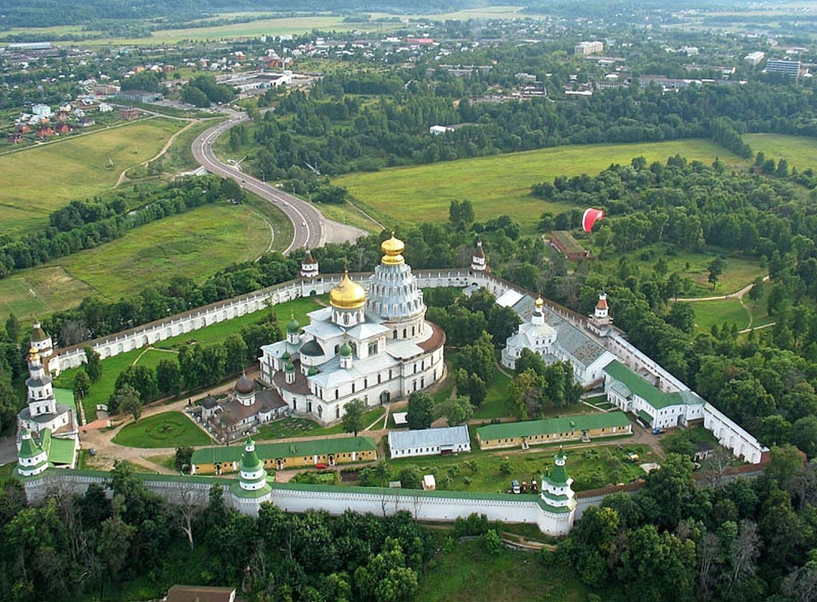 Путин иМедведев посетят Воскресенский Ново-Иерусалимский мужской монастырь