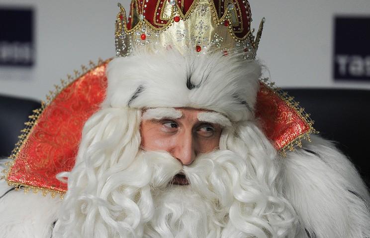 УДеда Мороза жители России  просят погасить ипотеку, металлоискатель ижениха