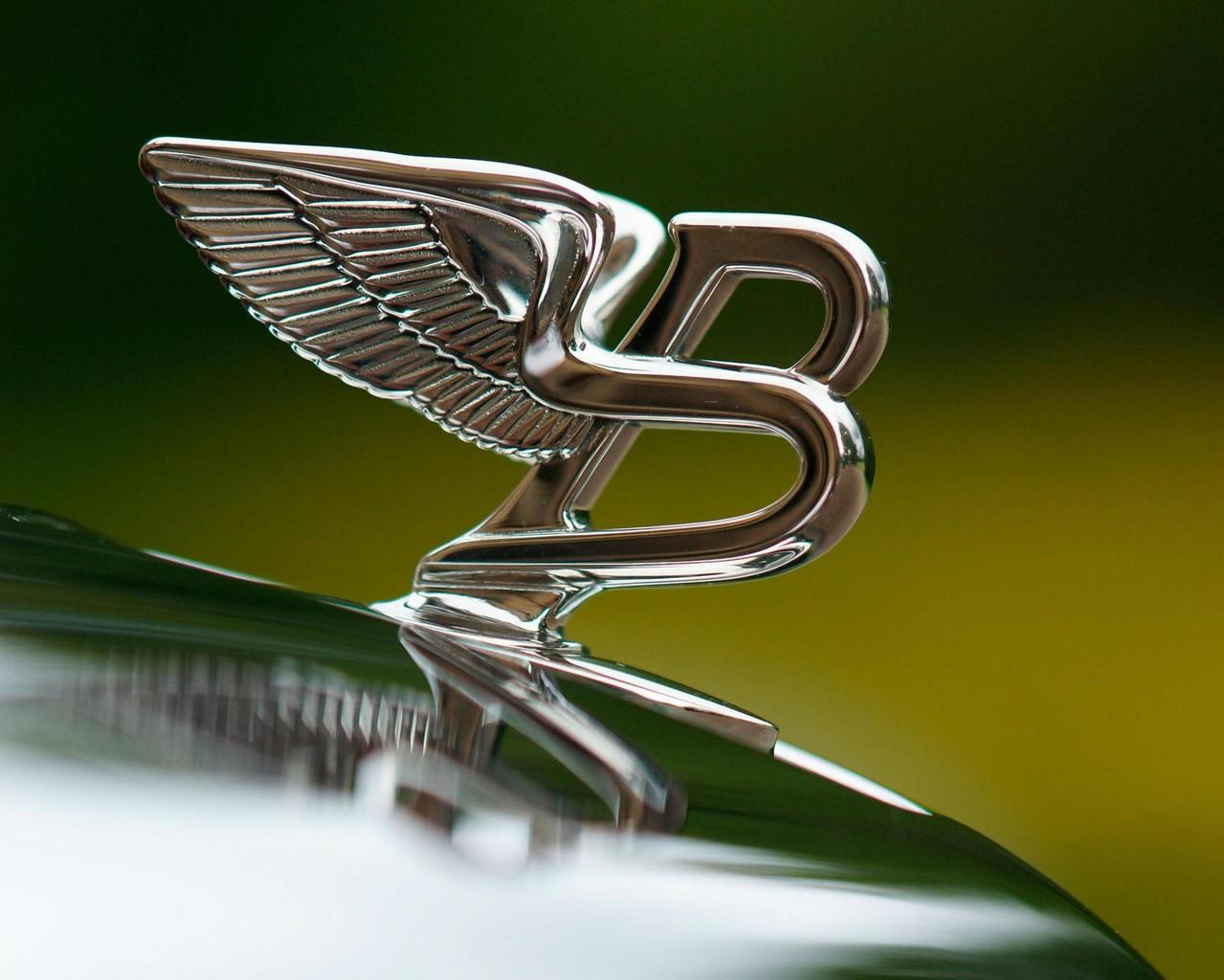 Россиянам стала доступна эксклюзивная серия Bentley Flying Spur