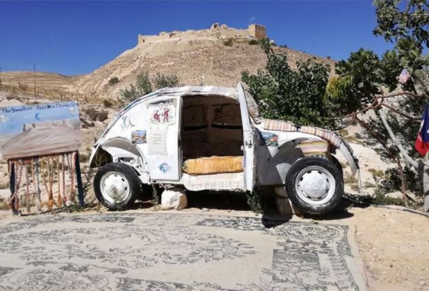 Иорданец превратил старыйVW вкрошечный отель