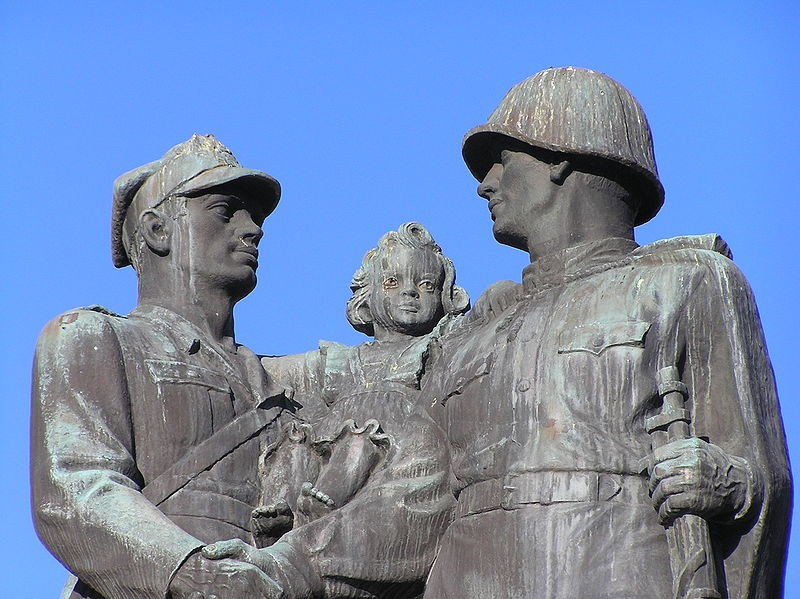 Впольском Щецине начали демонтировать монумент  признательности  Красной армии