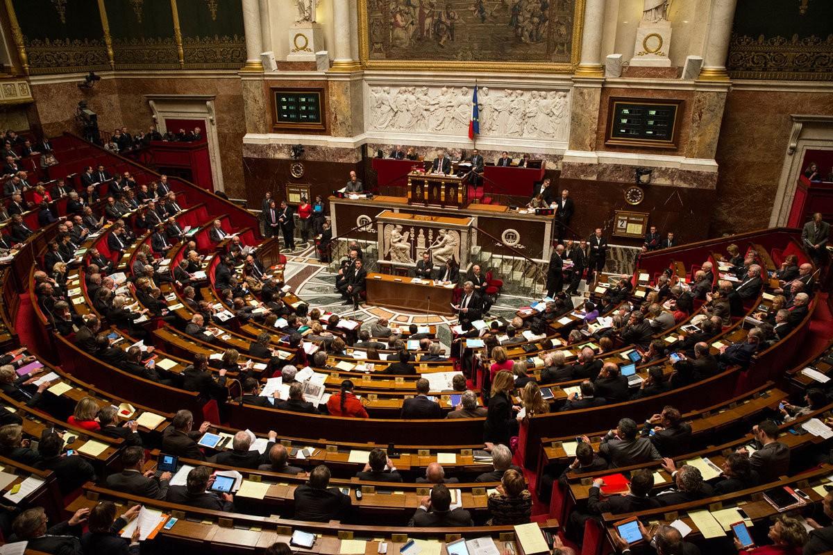 Французам разрешат заниматься сексом сподростками, достигшими 13-летнего возраста