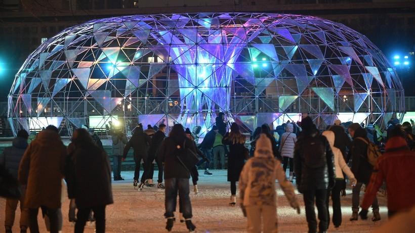 «Зеркальная елка-куб» появится увхода впарк Горького
