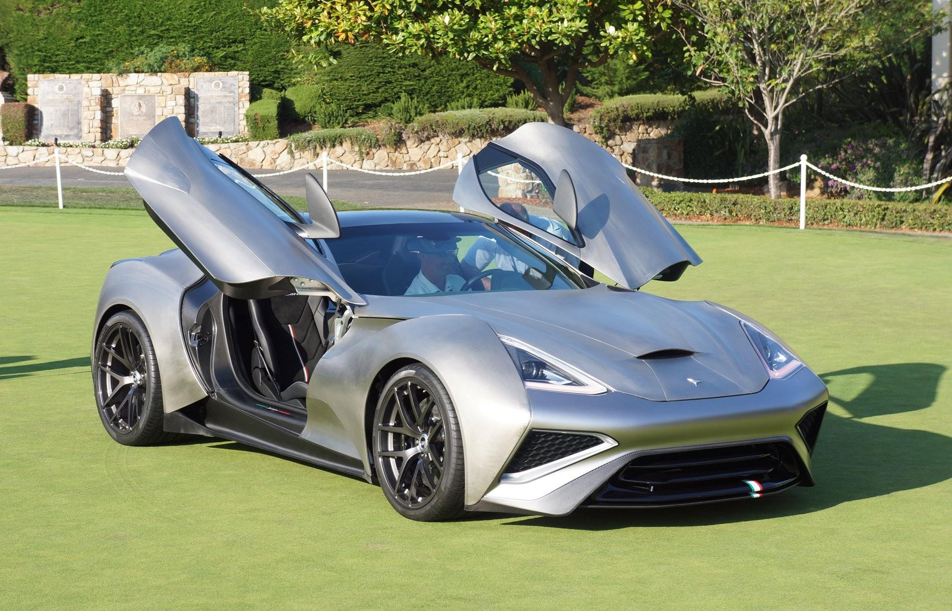На автомобильном салоне вДубае представили свыше100 новых моделей авто