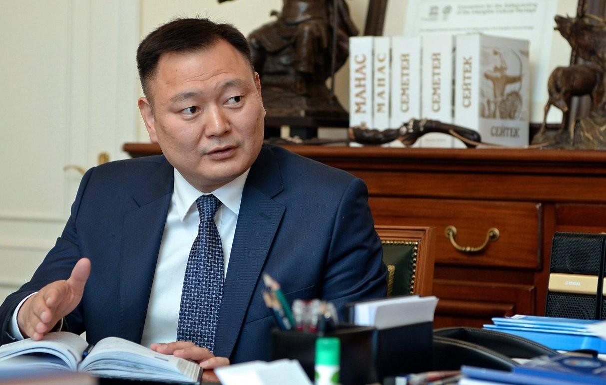 Атамбаев перед сложением полномочий президента Киргизии отправил вотставку вице-премьера Зилалиева