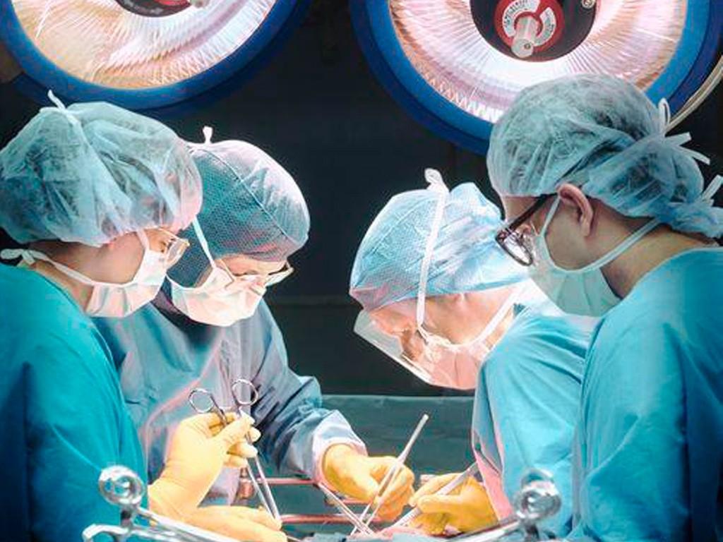 Красноярские хирурги провели неповторимую операцию поимплантации титановой челюсти