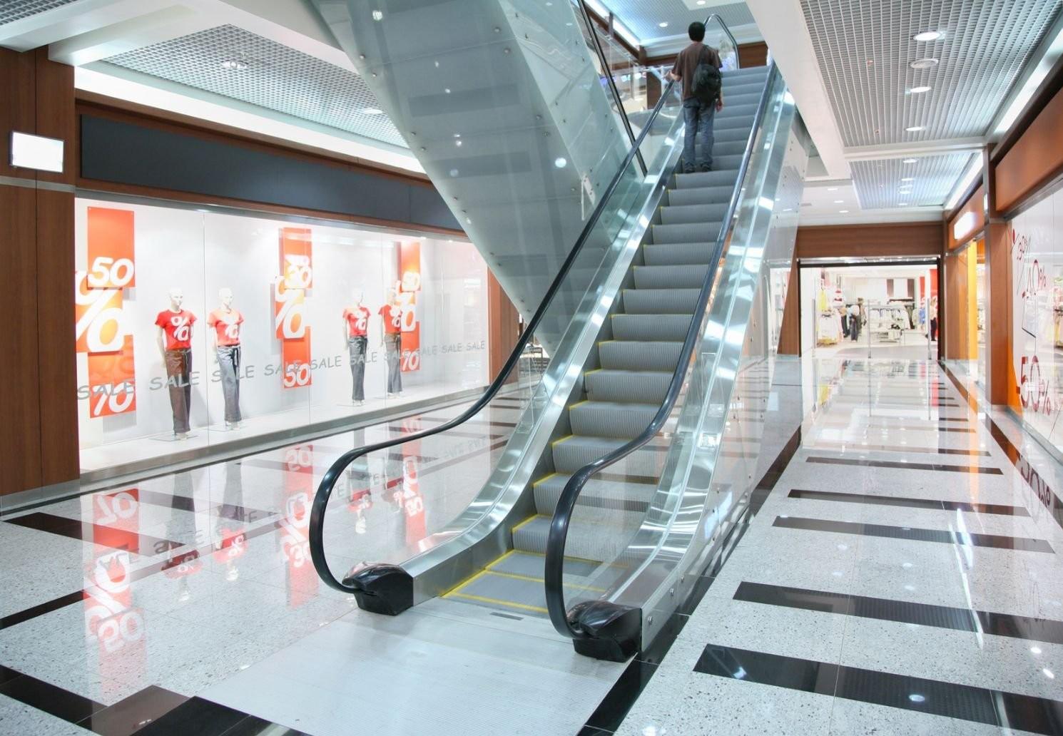 3-х летний ребенок получил травму наэскалаторе в коммерческом центре в столице