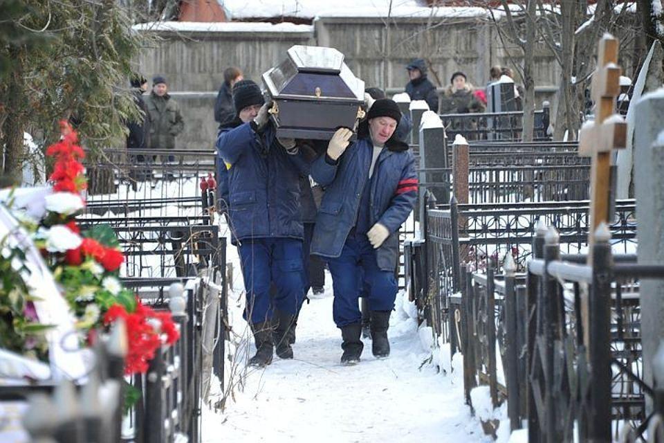 Жертв авиакатастрофы L-410 хоронят вХабаровском крае