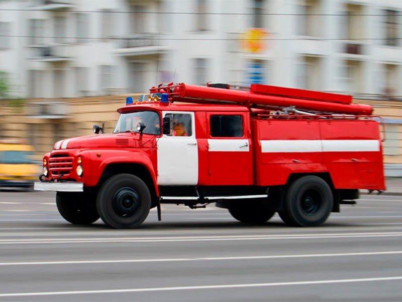 Огонь наскладе в российской столице охватил 400 кв. метров здания