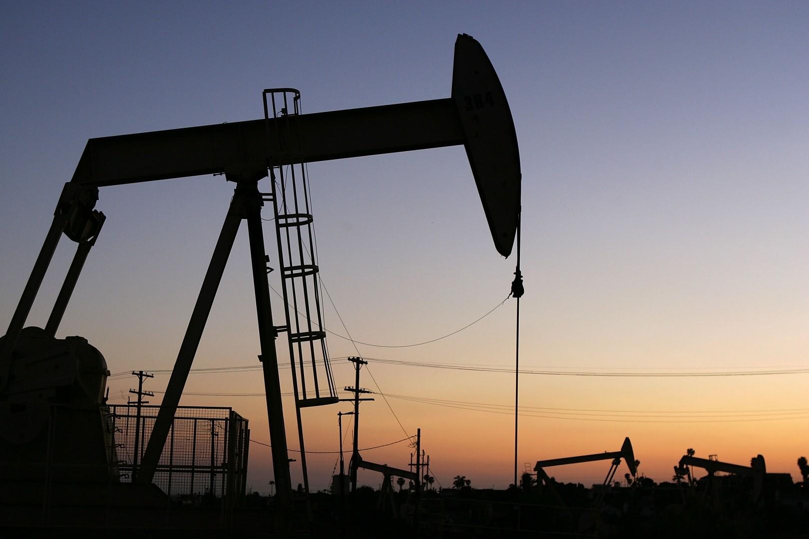 Цены нанефть слабо растут, Brent закрепилась выше $62 забаррель