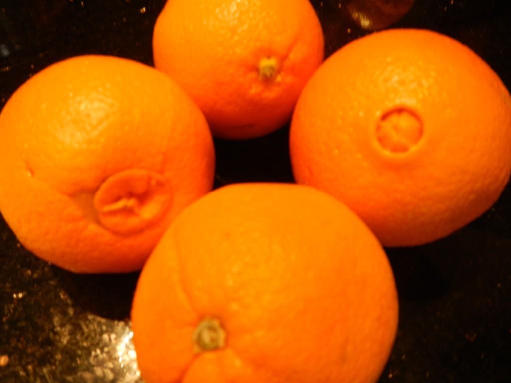 ВЮгре учительница ударила школьника закражу апельсина